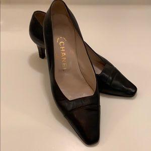 Authentic Chanel dark navy low heel pump sz 36